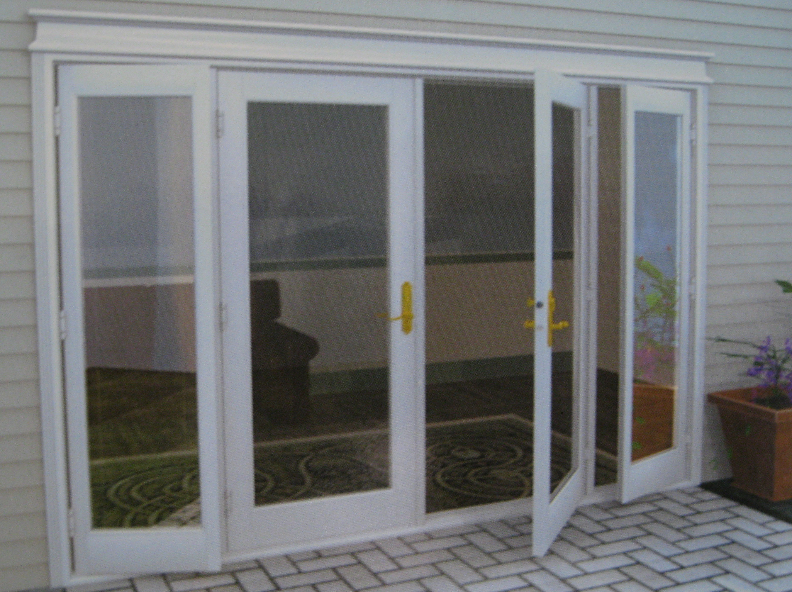 French panoramic door to the courtyard