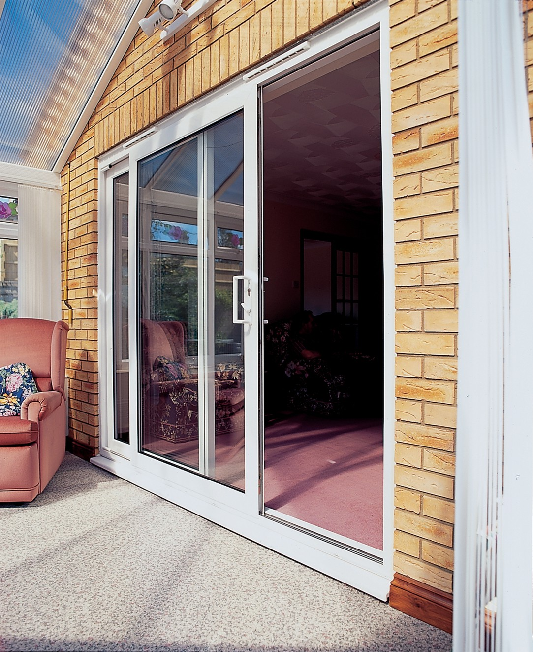 Panoramic sliding door leading to the terrace