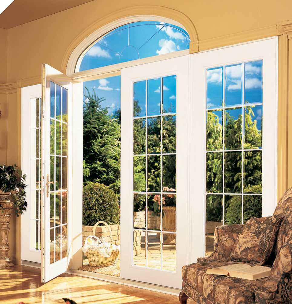 Room in the Argentine style with a wide classic french door